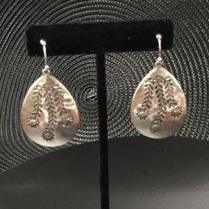 NWOT Floral Etching on Silver Drop Earrings